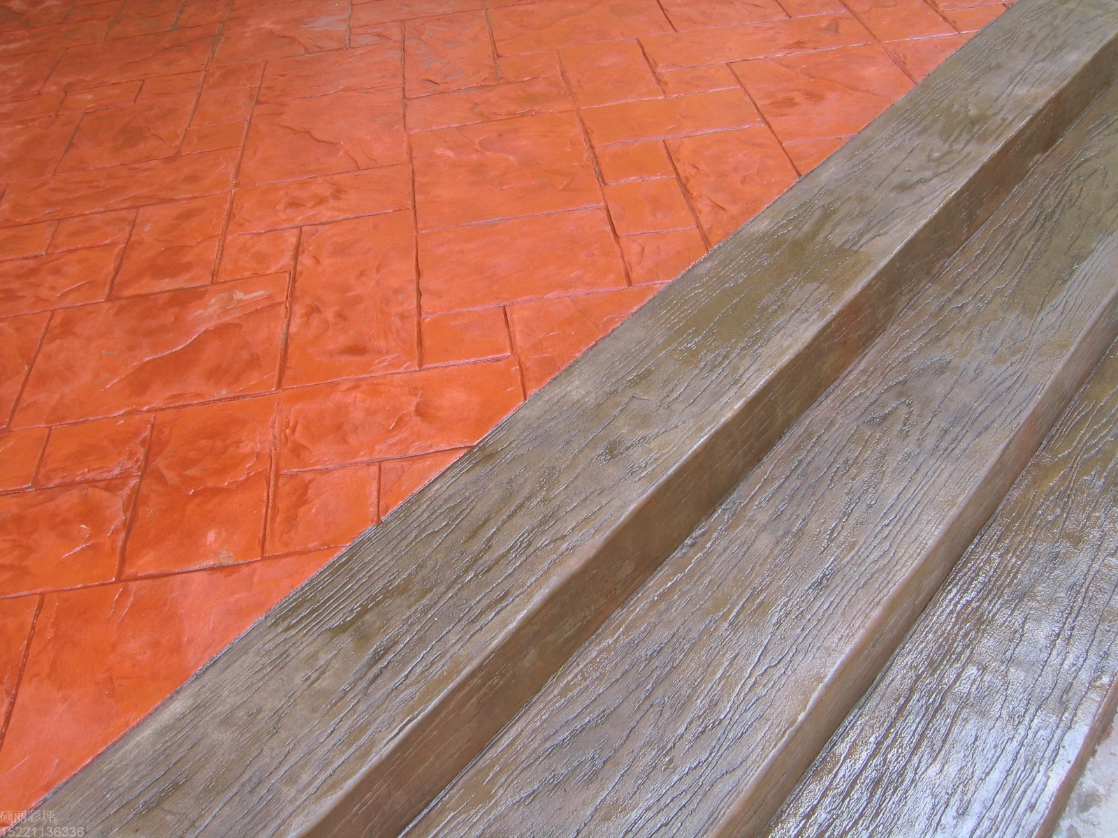 供应(不脱裂)仿木水泥压花地坪