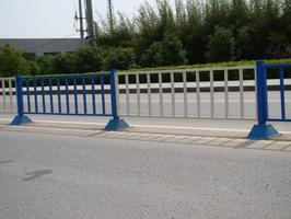 中晶特价直销南昌多款热镀锌交通护栏、交通栅栏安装便捷免维护