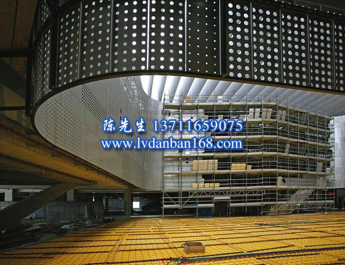 重庆飞机场复合板铝蜂窝|火车站300面条扣|医院610趿级板