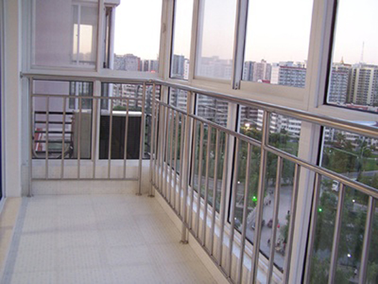 供应不锈钢楼梯扶手  不锈钢栏杆 美观耐用