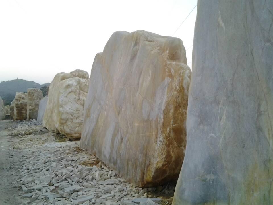 供应园林景观石招牌刻字石黄蜡石文化石广场石