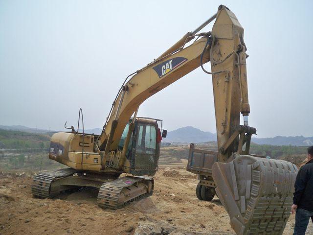 供应柳工945E挖掘机行走不利索维修案例
