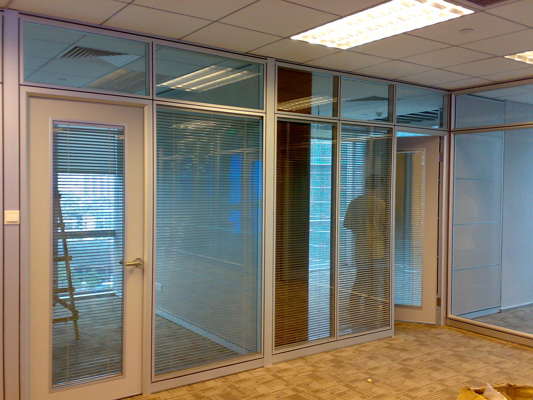 东营玻璃隔断一专多能隔断解决空间问题