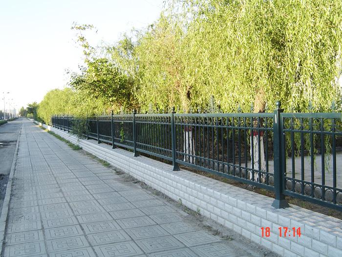 绥化热镀锌围栏制作 铁艺围栏制作