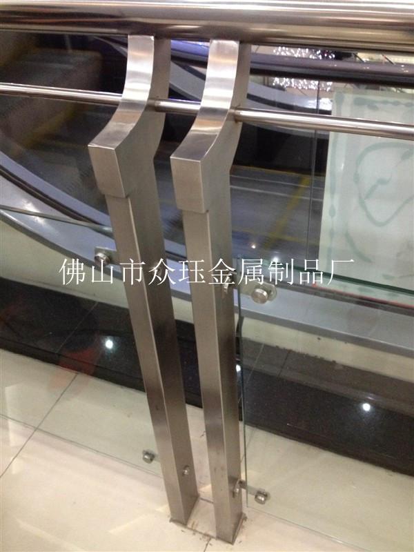 供应不锈钢玻璃栏杆 高清图片