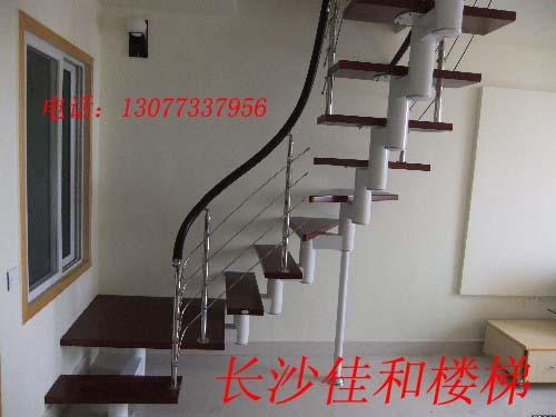 旋转钢木楼梯又叫做螺旋形钢木结构楼梯或螺旋式钢