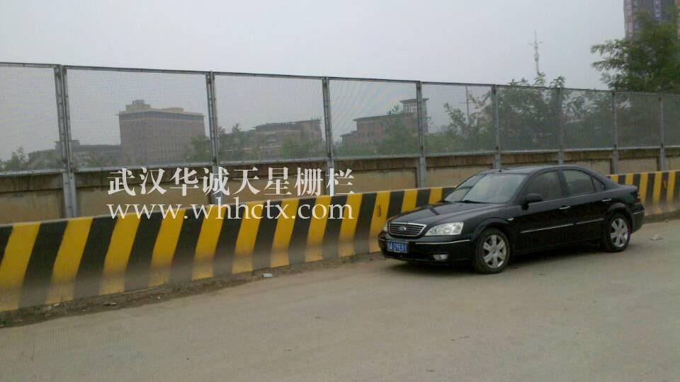 让襄樊靓丽的华诚围挡护栏