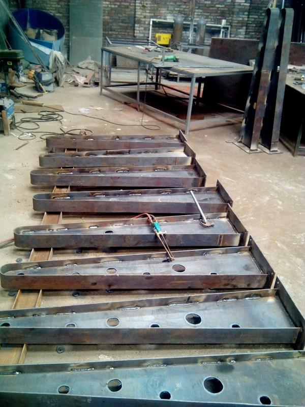供应广东钢结构玻璃雨棚钢梁加工