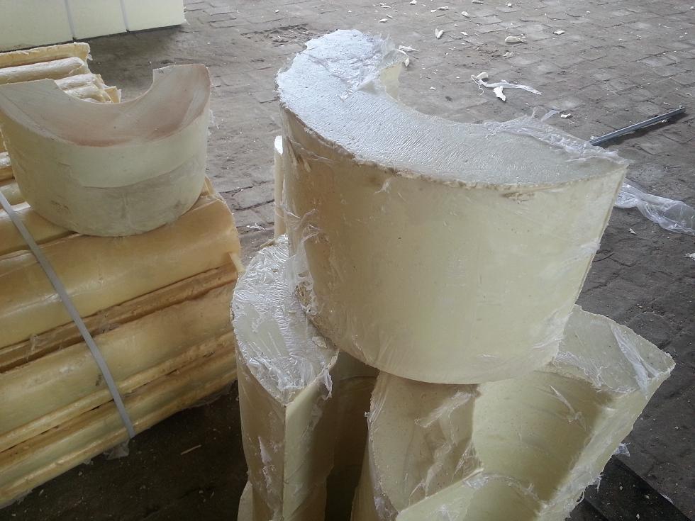 高强度硬质聚氨酯发泡保冷管托安装介绍