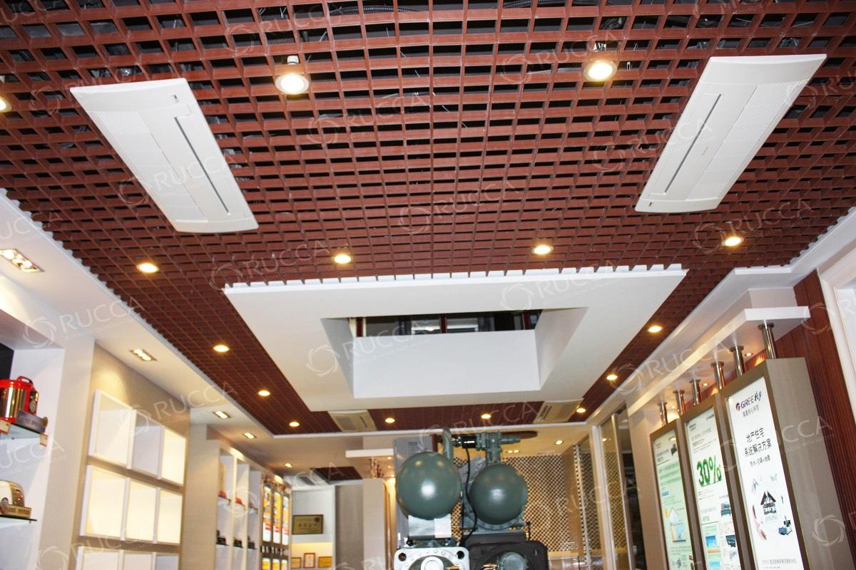 古玩城工程酒店大堂专用生态木格栅吊顶图片
