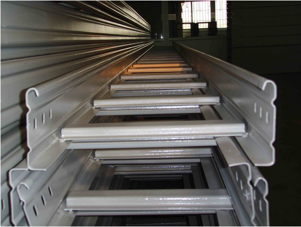 梯级式电缆桥架图片