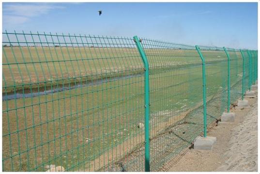 包头1.5米高绿色铁丝网/圈地波浪铁丝网价格