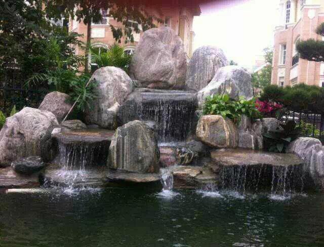 青石假山千层石假山鱼池瀑布图片