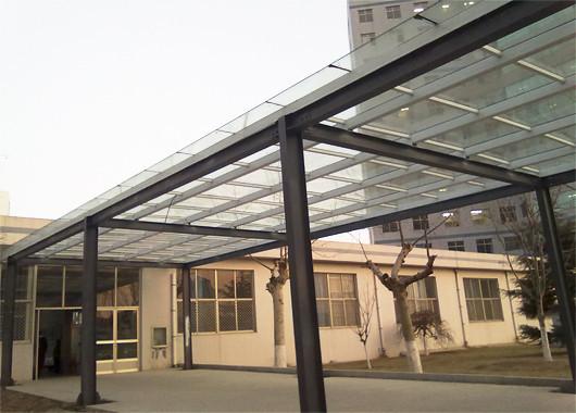 钢结构玻璃雨棚 彩钢车棚 厂家低价格订做