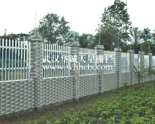 平顶山华诚新农村建设围挡|草坪塑钢护栏