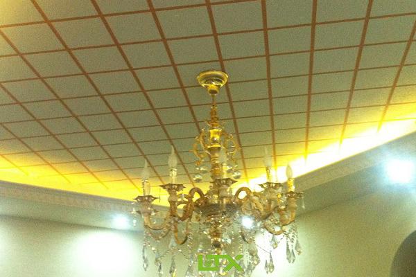 兰亭序硅藻泥网讯:众所周知传统天花板吊顶肌理图案比较单一,而且