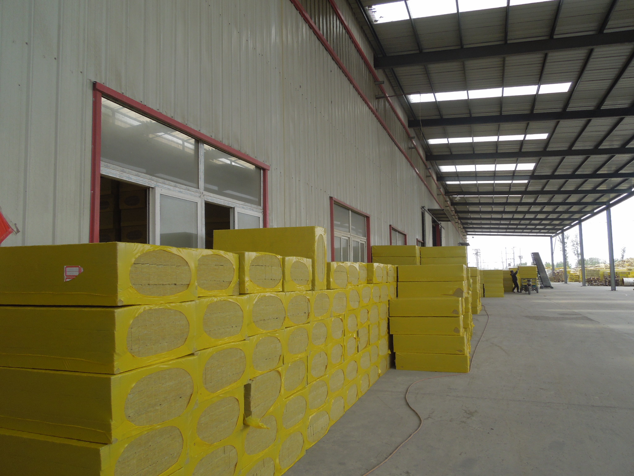 活动板房岩棉条和彩钢岩棉夹芯板厂家