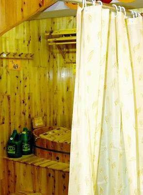 卫生间装修省钱大法:水泥红砖也能做洗手盆