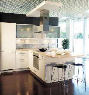 避免厨房布置拥挤关键:立柜 吊柜 抽屉