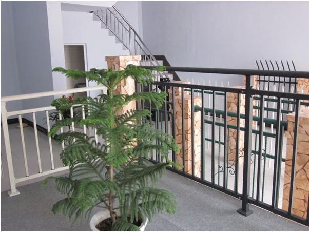 金華廣潤翰城組裝式鋁合金陽臺欄桿中標