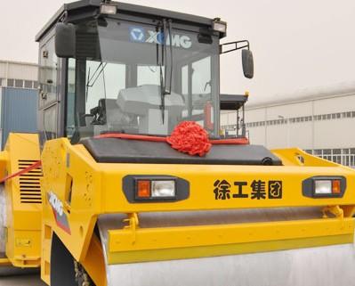 徐工第四代路面机械典型XD142压路机正式面市