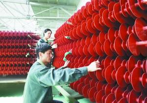 国产550千牛玻璃绝缘子首次进入特高压直流线路