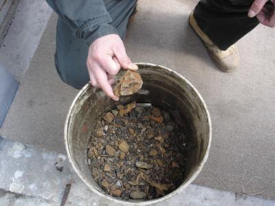 大连市小区供热管线中清理出20斤石子