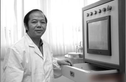 赵修建教授研究建成国内首条自洁净玻璃生产线