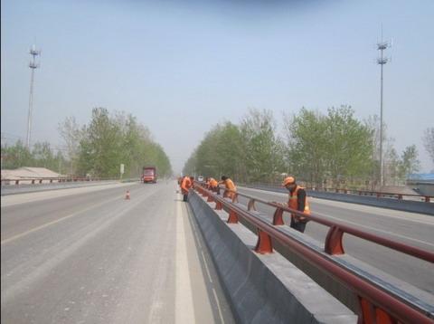 徐州丰县公路站:油漆刷新桥梁护栏