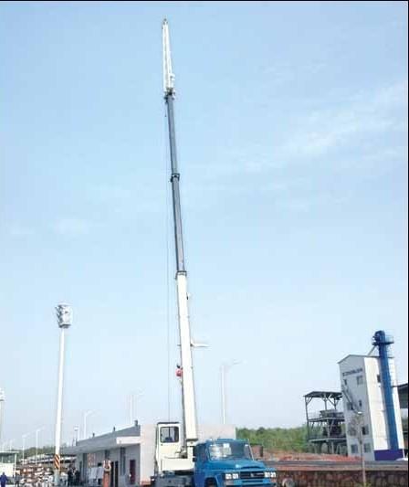 中联重科工起新型8吨汽车起重机成功下线