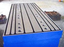 装配平板又称装配平台主要应用于动力机械设备的装配及调试
