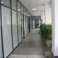 济南办公玻璃隔断让公司的开放性和私密性完美的结合
