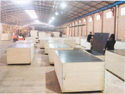 选购两次成型整材整料清水模板正泰木业