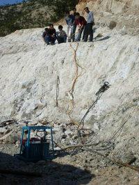 如何让钾长石瞬间分裂最快破石头的设备