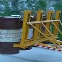 供应天津叉车属具生产厂家-油桶夹叉具价格