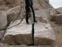 施工破石头开挖地基坑静态劈裂岩石设备公司