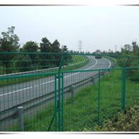 专业生产高速公路护栏网立柱护栏网片防护网