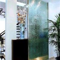 供应客厅与餐厅之间最好用玻璃隔墙划分