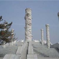供应青石材料石雕盘龙柱
