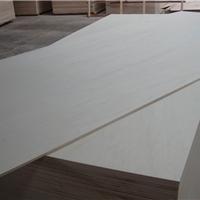 供应15厘杨木家具板 桉木芯三胺基材 E1胶