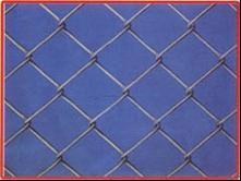 市政围栏网 运动场隔离包塑勾花网定制