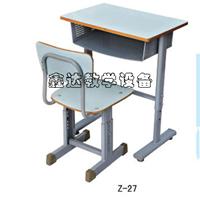 学生耐用课桌椅