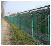 供应 高速公路护栏网,铁路护栏网。