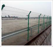 供应  围栏网,铁路护栏网,铁路护栏网。