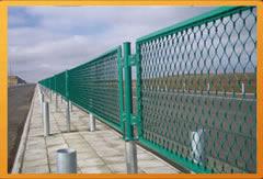 供应  护栏网、公路护栏网、铁路护栏网。