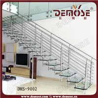 供应玻璃踏板钢结构直型楼梯