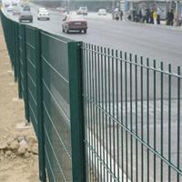 供应绿色公路护栏网-喷塑护栏隔离栅-护栏厂
