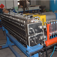 供应中塑制造机械PPPC中空格子板生产线