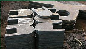 供应优质低价钢板切割件,冲压件,法兰