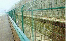供应  生产高速公路护栏网企业